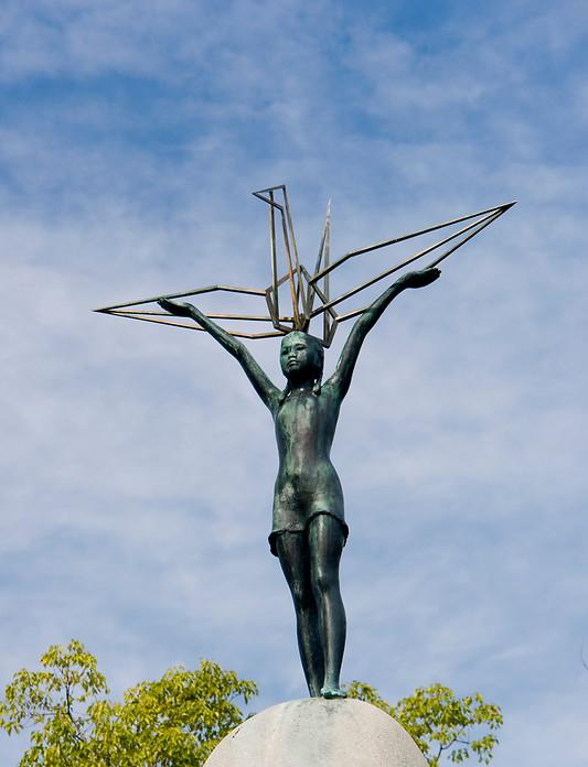 16 Statue of Sadako Sasaki