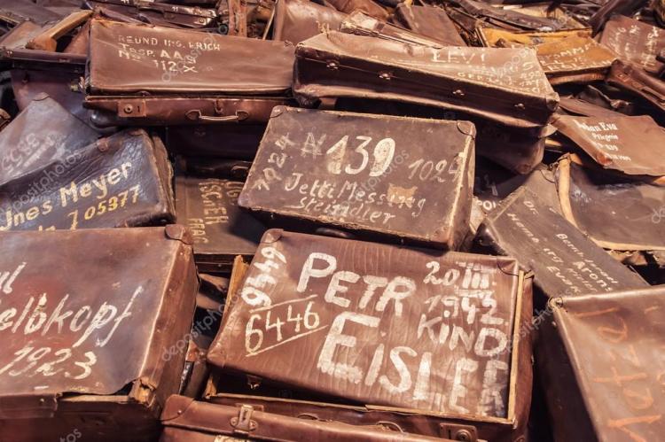 depositphotos_98310432-stock-photo-suitcases-of-auschwitz-victims